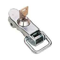 Grenouillère à clef.